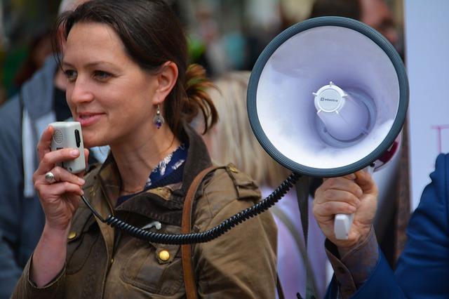 ¿Cómo hablar en público y persuadir? Te contamos las 5 claves